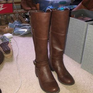 GUESS TALL BROWN BOOTS